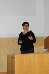 Liliana Bachs holdt foredrag om cannabis, utvikling og konsekvenser.