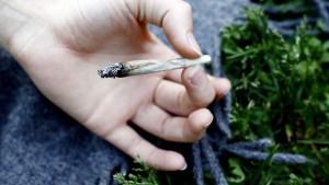 Røyking av cannabis kan gi alvorlige konsekvenser for brukerne, ifølge Reidar Høifødt, avdelingsoverlege ved Rus- og spesialpsykiatrisk avdeling ved Universitetssykehuset Nord-Norge.  Foto: Johannessen, Sara / SCANPIX