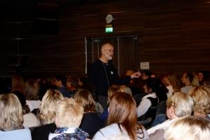 Den alltid like engasjerte Dagfinn Haarr underviste og underholdt publikum.