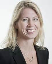 Mina Gerhardsen, generalsekretær i Actis, tildeles Ut av tåka-prisen 2016.