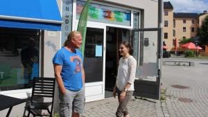 Morten Hellerud og Anja Tindvik mener ungdom og foreldre trenger mer kunnskap om narkotikabruk.  Foto: Kate Barth-Nilsen / NRK